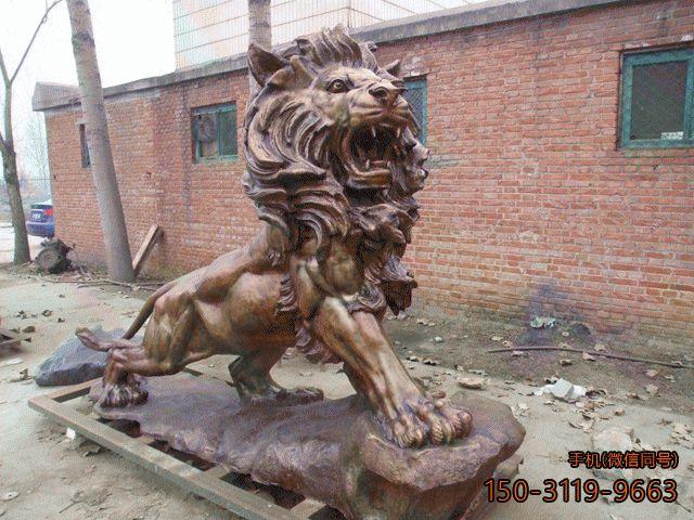 西洋狮子铜雕_公园景区霸气奔行的狮子雕塑