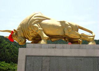 拓荒牛铜雕景观