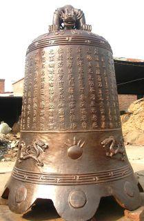 寺庙挂铜钟