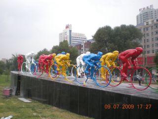 自行车比赛雕塑_城市玻璃钢景观