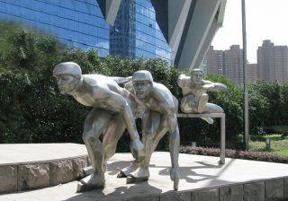 滑冰人物雕塑_城市不锈钢体育主题雕塑