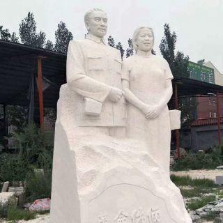 周恩来与邓颖超夫妇石雕景观像
