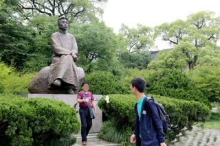 文豪鲁迅雕像_公园景区名人铸铜塑像
