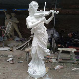拉小提琴的西方美女_玻璃钢仿石人物雕塑