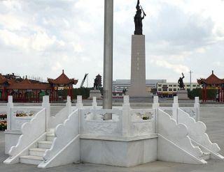 纪念广场汉白玉升旗台