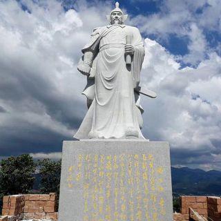 抗金名将岳飞石雕像