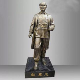 白求恩铜雕像_校园西方名人