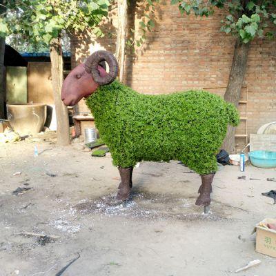 绿植绵羊雕塑摆件