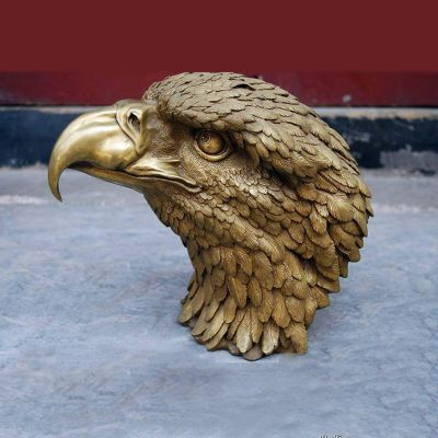 铸铜鹰头雕塑