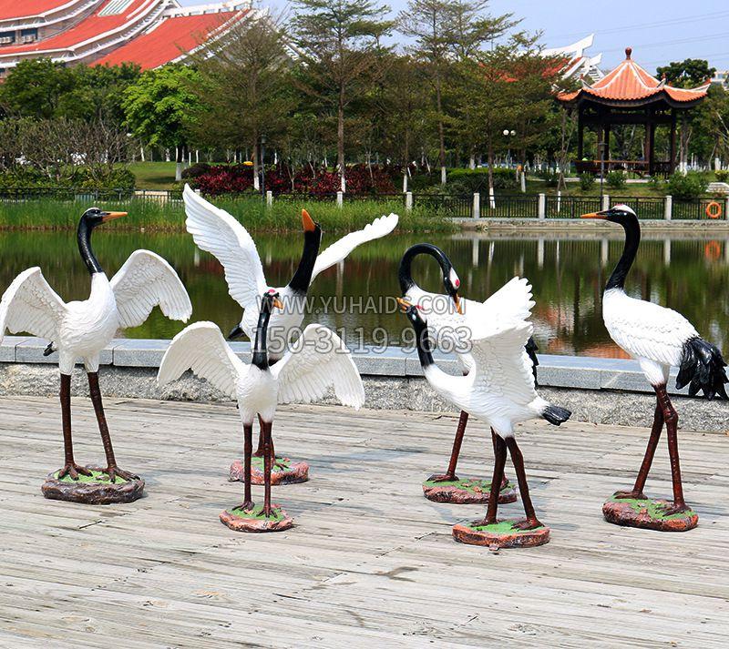 发光的仙鹤雕像